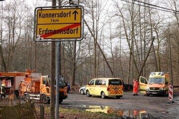 Am Donnerstagvormittag wurde an der B 180 zwischen Erdmannsdorf und Kunnersdorf eine leblose Person aus der Zschopau geborgen.
