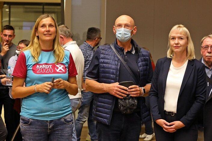 Constance Arndt (l.) und Kathrin Köhler (2. v. r.) gehen in den zweiten Wahlgang um das Amt der Oberbürgermeisterin.