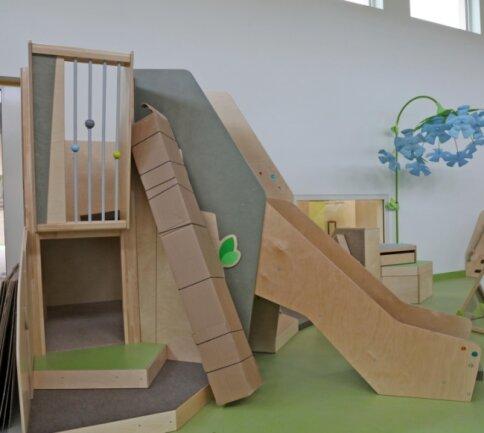 Klettergerüste und andere Möbelstücke sind bereits geliefert worden. Am 30.November können die Kinder sie erstmals testen.