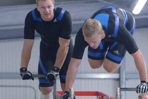 Gerd Leopold - Dynamisches Duo: Francesco Friedrich (links) und Candy Bauer beim Anschubwettbewerb in Aktion.