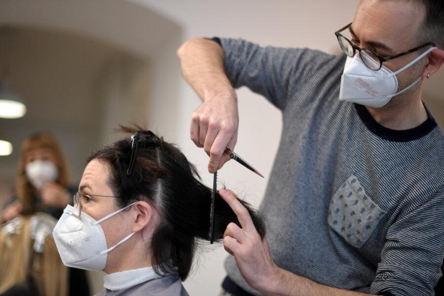 Friseurbesuch im Vogtland ab Montag nur mit negativem Corona-Test