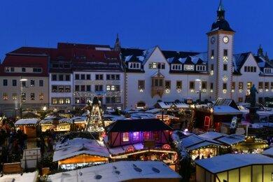 Der traditionelle Freiberger Christmarkt auf dem Obermarkt: Buden sollen 2020 aber neben Ober- auch auf dem Untermarkt stehen.