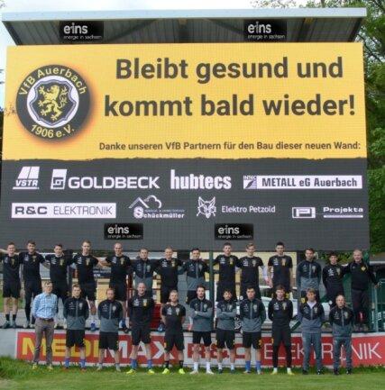Nach 22 Punktspielen war die Regionalliga-Saison 2019/20 für die Fußballer des VfB Auerbach mit einem respektablen neunten Platz beendet. Die neue Anzeigetafel, die im Frühjahr endlich fertiggestellt wurde, kam dadurch nur noch zur Verabschiedung richtig zur Geltung. Aktuell ruht der Ball nach zwölf ausgetragenen Spielen erneut.