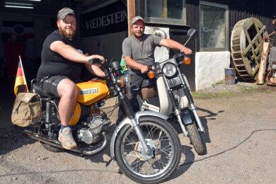 Die Brüder Steve Paul (27) und Markus Paul (36) aus Gahlenz sind auf Road-Trip gegangen. Mit dem Simson-Zweirad waren sie im August auf Urlaubstour nach Ungarn.