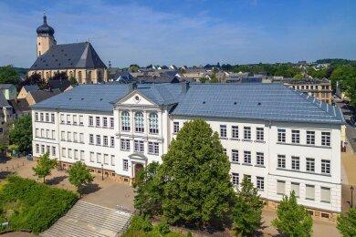 Eine Lehrkraft des Marienberger Gymnasiums wurde positiv auf Covid-19 getestet. Fünf Klassen sind von dem Fall betroffen, mehr als 120 Schüler müssen in Quarantäne.
