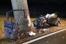 Ein 55-Jähriger ist am Montagabend bei einem schweren Verkehrsunfall in Chemnitz ums Leben gekommen.
