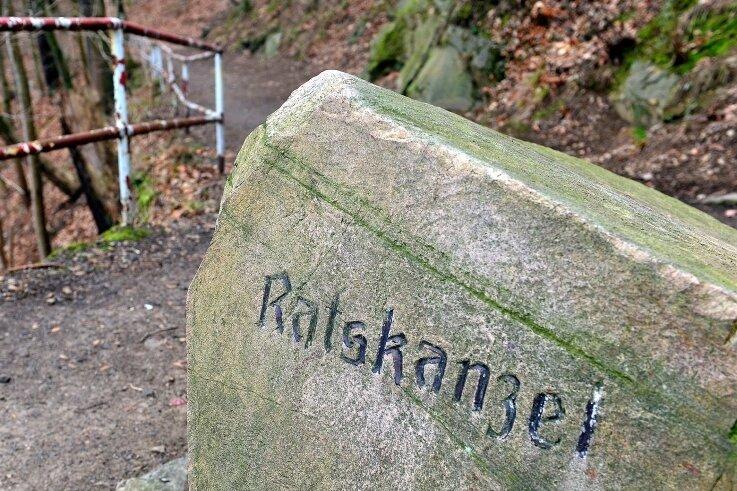Die Ratskanzel ist ein beliebter Aussichtspunkt im Stadtpark, welcher sich am Hauptweg befindet. Auf den Weg gelangt man auch von der Hainichener Straße aus, bevor man die Zschopaubrücke (Richtung Hainichen) überquert.