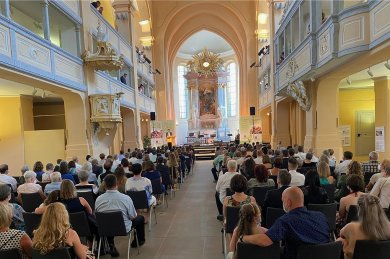 Bei den beiden Jugendweihe-Veranstaltungen am Samstag in der Nikolaikirche hat OB Sven Krüger die Rede gehalten.