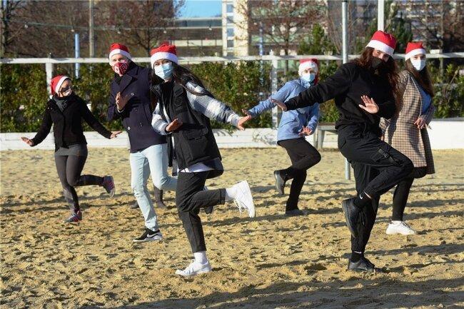 Am Chemnitzer Uferstrand machten die Chemnitzer Tanzschulen im Dezember mit einer Vorstellung auf ihre Lage aufmerksam. Am vergangenen Wochenende beteiligten sie sich an einem mehrstündigen Event im Internet.