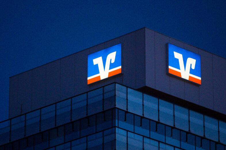Volksbank verlangt von mehr Kunden Strafzinsen