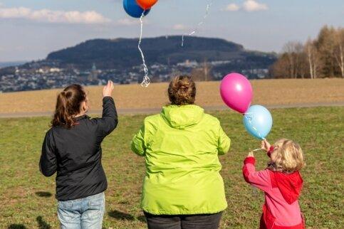 Luftballons in den Himmel steigen zu lassen, ist ein festes Ritual bei den Maltesern und ihrer Arbeit mit den Kindern.