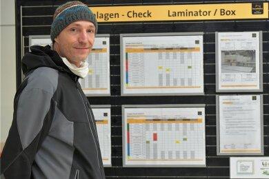 """Die neue Fertigungstechnologie nutzt Anlagenhersteller Meyer Burger nun selbst, um Solarmodule zu produzieren: """"Jetzt reicht's, wir machen das selbst"""", sagt Mitarbeiter Jan Jeffrey van't Hart."""
