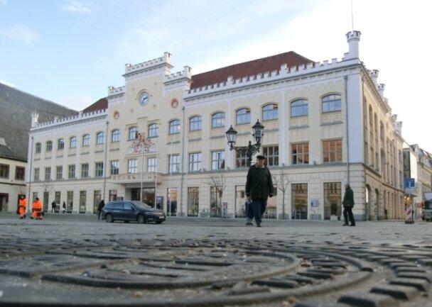 Im Leben aktueller als auf Wikipedia: Zwickaus Rathaus.