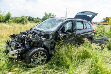 Der BMW ist Totalschaden.