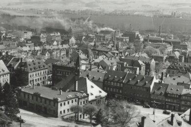 Diese Stadtansicht von Hohenstein-Ernstthal entstand in einer Zeit, da noch viele Schornsteine in der Karl-May-Geburtsstadt rauchten.