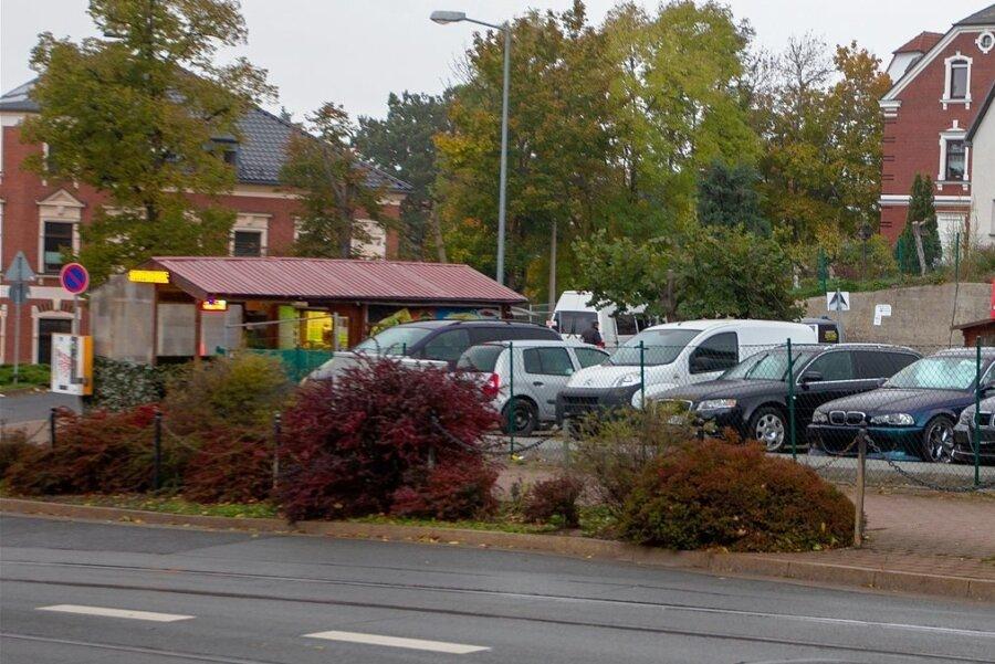 Der Tatort: Der Imbiss neben einem Autohandel an der Ecke Reusaer Straße/Röntgenstraße in Plauen.