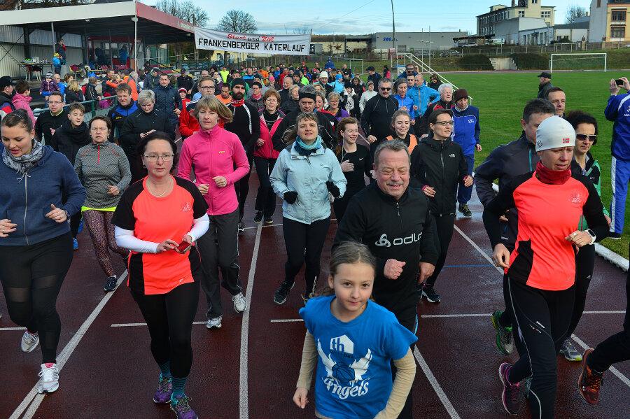 214 Läufer sind am Montag in Frankenberg sportlich ins Jahr gestartet.