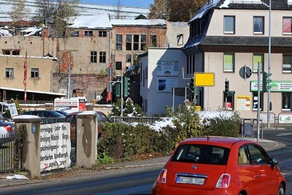 Wer aus Bernsdorf kommt, sieht von Oberlungwitz als allererstes dieses Bild: die alte Färberei an der Hirschbrücke.