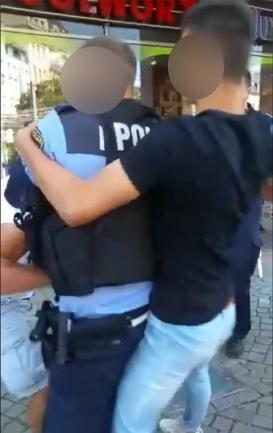Die Polizei sollte einen jungen Libyer abführen und zum Gericht bringen. Ein Video zeigt, wie der Einsatz eskalierte.