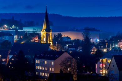 Am Samstagabend schallte der Klang des neuen Kirchengeläuts erstmals über die Dächer Lengefelds.