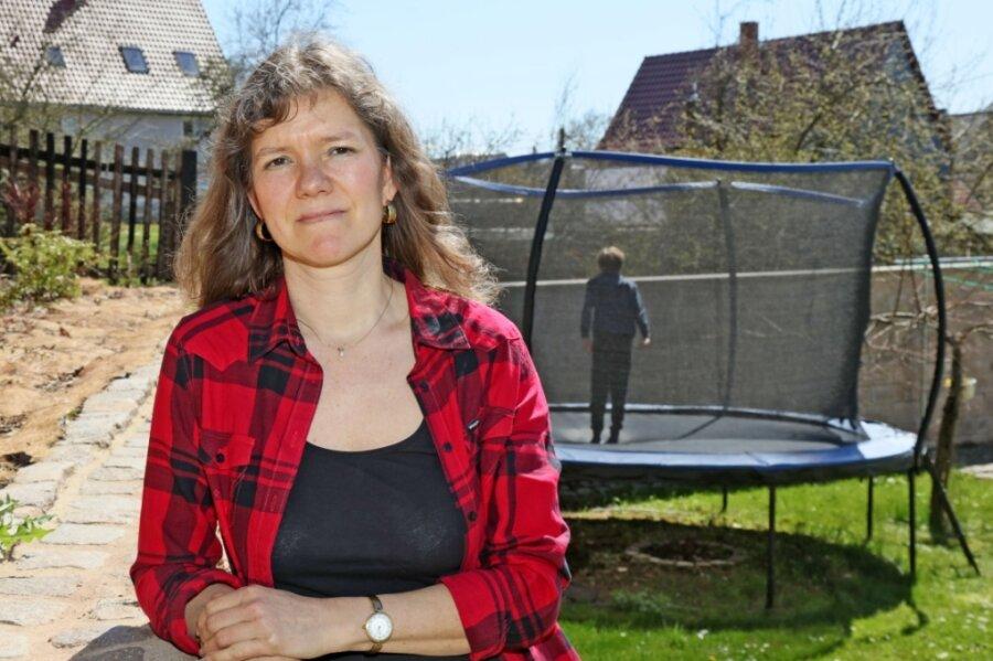"""In der öffentlichen Debatte seien Eltern schulpflichtiger Kinder unterrepräsentiert, findet die vierfache Mutter Antje Jacob aus Mülsen. """"Wir Familien müssen aber doch den Alltag leben"""", sagt sie."""