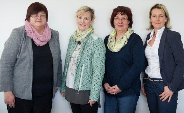 Gaben den Lesern Rat (v.l.): Elke Keiner (Volkssolidarität Dresden), Claudia Liebing (DRK Chemnitz), Regina Creutz (AOK Plus) und Arite Richter (Compass-Pflegeberatung für Privatversicherte).