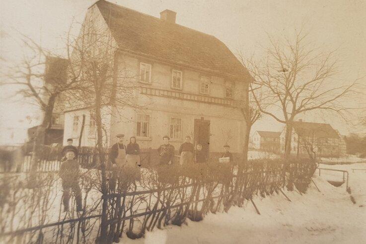Eine historische Aufnahme vom Haus Nummer 7 in der Bergstraße in Reichenbach. Früher gab es hier einen kleinen Laden.