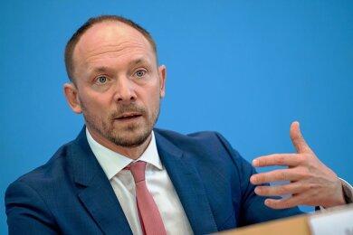 Marco Wanderwitz (CDU) bei der Vorstellung des Berichts zur Deutschen Einheit im September. Er möchte den Ostdeutschen mehr Sichtbarkeit geben.