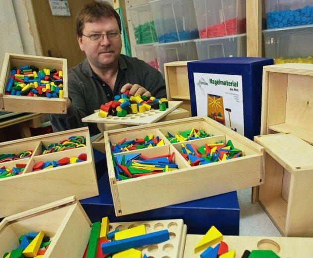 Bausteine beleben die kindliche Fantasie - und nicht nur die. Auch Firmenchef Peter Egermann fällt immer wieder Neues ein, um das Angebot didaktischer Spiele zu erweitern. Neu sind derzeit die Sortierkästen.