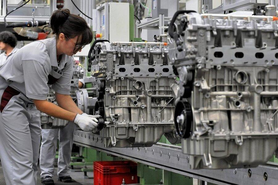 Bald ein Nischenprodukt: der Benzinmotor. Für die Beschäftigten der Autokonzerne und ihrer Zulieferer bringt der Vormarsch der Elektroautos drastische Veränderungen mit sich.