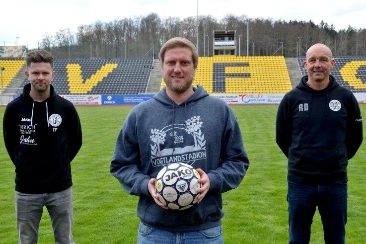 Chef-Trainer Robert Fischer (Mitte) bekommt beim VFC Plauen mit Tommy Färber (links) und Ronny Diersch (rechts) zwei Assistenten für die neue Oberliga-Saison an die Seite gestellt.