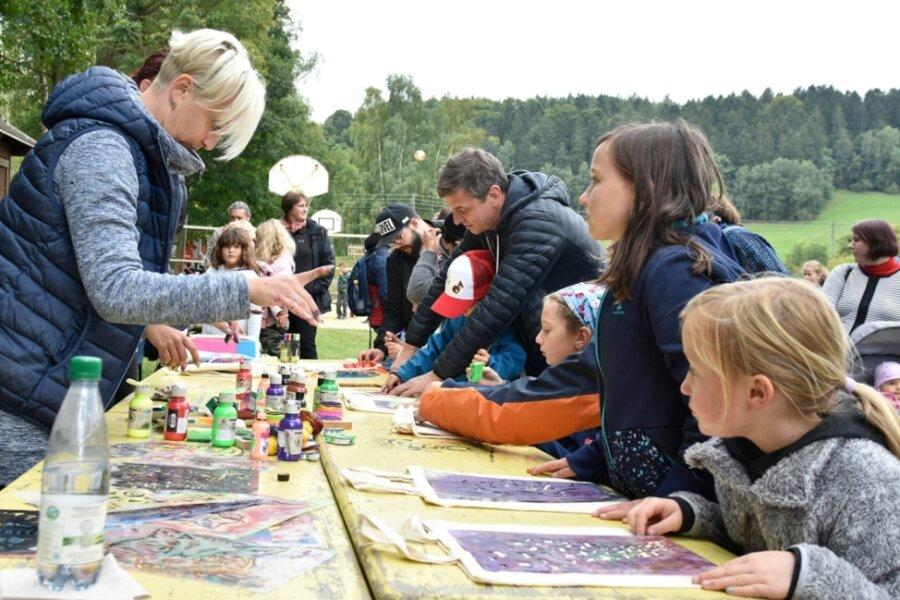 Viel Andrang beim Fest auf dem Spielplatz in Eubabrunn