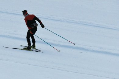 Das neue Spurgerät in Jöhstadt kann auch bei wenig Schnee Loipen schaffen.