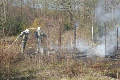 Am Samstagvormittag ist eine leer stehende Laube in Zwickau durch ein Feuer zerstört worden.