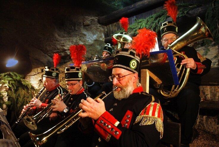 """<p class=""""artikelinhalt"""">Musikalisch umrahmt wurde die Mettenschicht in Johanngeorgenstadt in bewährter Weise von der Bergkapelle der Stadt.</p>"""