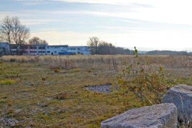 Auf dem ehemaligen Asylstandort an der Autobahn 72 will sich nun ein Unternehmen ansiedeln. Schon zur nächsten Sitzung am 10. Dezember will der Gemeinderat dazu einen Grundsatzbeschluss fassen.