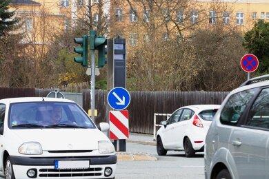 Ab sofort werden an der Kreuzung Chamisso-/Reißiger Straße Autofahrer geblitzt, die bei roter Ampel nicht stehen bleiben.