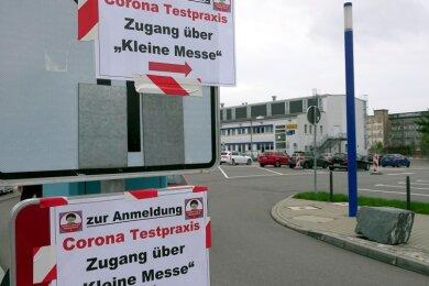 In der Corona-Testpraxis in der Chemnitzer Messe konnten sich Reiserückkehrer und Menschen mit Corona-Symptomen testen lassen. Im Oktober ist die Coronaambulanz nach Bernsdorf gezogen.
