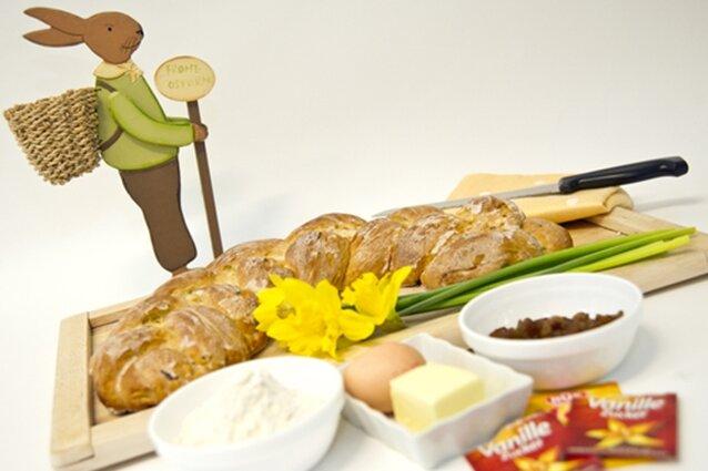Viele Zutaten sind für einen Hefeteig nicht nötig - aber bis der Osterzopf fertig gebacken ist, kann es einen halben Tag dauern.