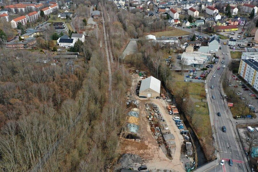An der Limbacher Straße (rechts) und Rudolf-Krahl-Straße (unten) liegt das Areal der BS-Uni Bau GmbH. Im angrenzenden Gebiet des alten Bahnhofsareals Altendorf sollen Wohnhäuser und ein Park entstehen.