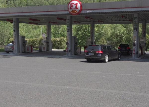 Der erwartete Ansturm auf Tankstellen blieb nach Öffnung der tschechischen Grenze am Freitagmittag aus.