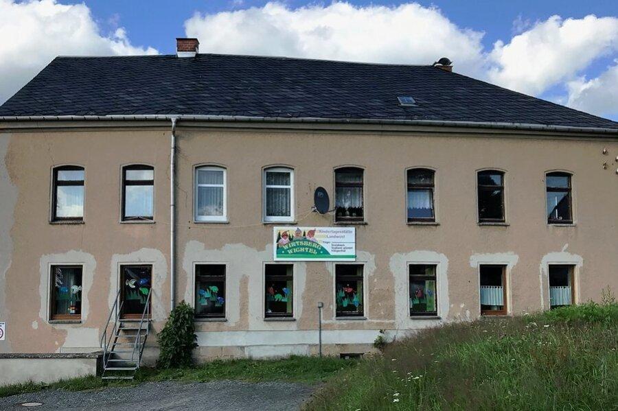 Bisher befindet sich der Landwüster Kindergarten noch am Spitzenteich. Das investitionsbedürftige Haus soll verkauft werden.