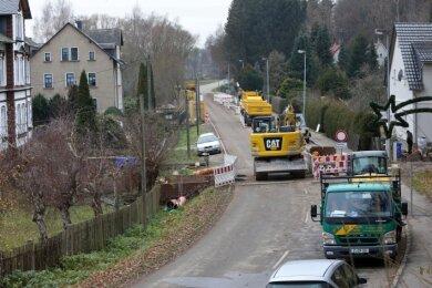 Ein paar hundert Meter weiter wird am Glauchauer Tor in Waldenburg unter Vollsperrung emsig gebaut.