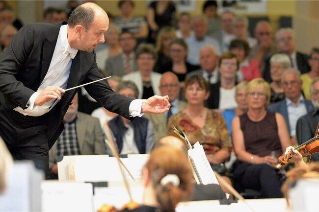 Attilio Tomasello stellte sich beim Sonderkonzert am Montagabend in der Nikolaikirche als Kandidat für die Chefdirigenten-Stelle vor.
