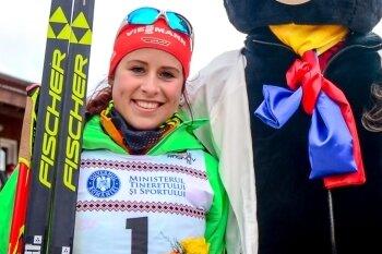 Silbermedaillengewinnerin Katharina Hennig und JWM-Maskottchen Braunbär Martin.