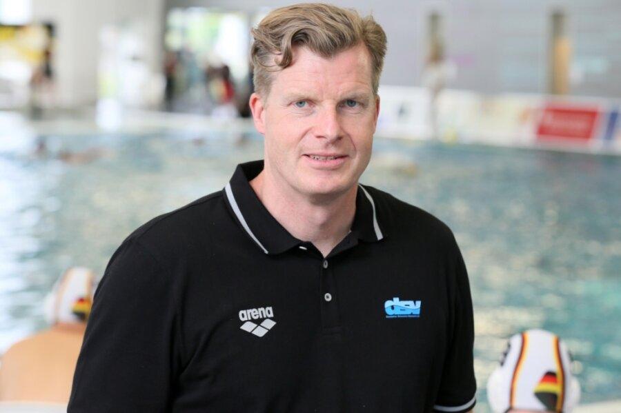 Beim Wasserball-Länderspiel der Männer am Mittwochabend gegen die Slowakei (10:4) war mit Lars Götz auch ein Zwickauer für Deutschland im Einsatz. Er betreut die Nationalmannschaft als Arzt.