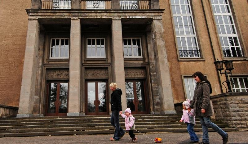 """<p class=""""artikelinhalt"""">Die Stadthalle Oelsnitz bleibt auch während ihrer Sanierung ein kultureller Anlaufpunkt. </p>"""