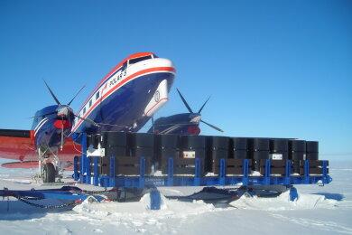 Der neue XXL-Frachtschlitten der Lehmann UMT am Südpol kann bis zu 60 Tonnen transportieren.