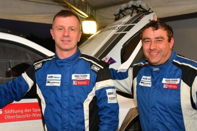 Carsten Mohe und sein Co-Pilot Alexander Hirsch (r.).