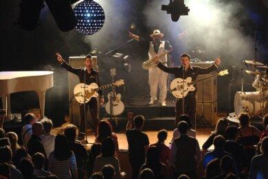 Die Firebirds - hier ein Foto von einem Auftritt im Rochlitzer Bürgerhaus - werden coronabedingt erst 2022 nach Leubsdorf kommen.